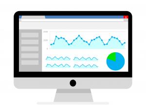 Imagen de un ordenador analizando con Google Analytics